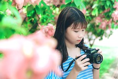 HN8 (Nhp xinh trai siu cp !) Tags: girl vietnam bridge blue bridgeblue clear cearcolor clearcolor flowers canont50 t50 camera green grass outlit day today smile saigon street