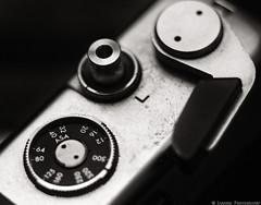 Electro (mjardeen) Tags: camera speed washington md rangefinder chrome shutter button electro wa tacoma asa advance range finder bellows yashica lever novoflex 105mm noflexar 4 niksilverefex fixlwws