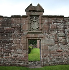 Edzell Castle (30) (arjayempee) Tags: edzellcastle angus forfarshire scotland castle towerhouse mounthpasses glenesk northesk lindsayofedzell earlofcrawford edzellcastlegardens stirlingofglenesk baronyofglenesk fortress courtyardcastle av6a547879stitch