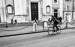 ciclista - via del Corso (i-Eddy) Tags: life blackandwhite italy roma love relax nikon italia live streetphoto bnw streetview newlife sreetphotography