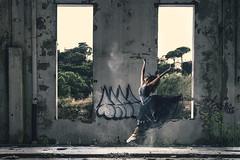 Dansa en runes (oscar.penelo) Tags: jump ruins dancer