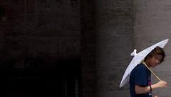 umbrella seller teenager in Vatican , Bernini colonnade (viamateur) Tags: vatican rome lorenzo teenager bernini stpetersbasilica giovan
