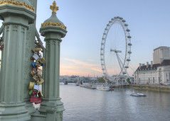 Millennium Wheel 1 (Cheesy_Nacho) Tags: street london millenniumwheel thames locks countyhall photo242016