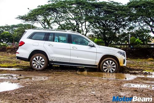 2016-Mercedes-GLS-11