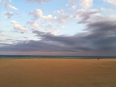 Voir venir la nuit... (Reb et Ka) Tags: evening sunset summer portlanouvelle beach