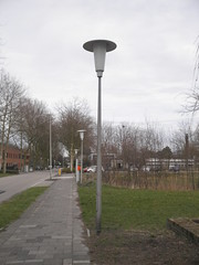 Oude paaltop armaturen (RaAr2010) Tags: delft philips industria straatbeeld straatlantaarn lantaarn lantaarnpaal aeg openbareruimte lantarenpaal straatmeubilair armaturen lantaarns lantaarnpalen straatverlichting armatuur openbareverlichting openbarestraatverlichting paaltoparmatuur