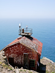 Point Reyes Lighthouse (Julien_V) Tags: ocean california park usa lighthouse pacific pointreyes parc phare californie ocan pacifique fogsignal