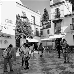 La vida, ese parntesis (Pilonga) Tags: vacances sevilla vida gent blanc carrers jap sud espanya orientals vides xinesos turistes viatjar japonesos parntesis coneixermn comshiva