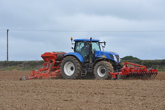 New Holland T7050 Tractor with Kuhn Combiliner Venta LC400 Seed Drill, Kuhn HR4004 Power Harrow and HE-VA 400 Front Roller (Shane Casey CK25) Tags: county new ireland winter horse irish tractor holland field work hp corn power with earth farm cork wheat farming grain working seed ground front soil till crop 400 land roller crops farmer agriculture pulling sow drill kuhn venta harrow tilling drilling sowing agri tillage castletownroche heva t7050 lc400 combiliner hr4004