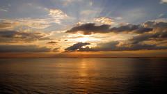 (LILI 296....!!!) Tags: mer soleil eau coucher nuage lever croisire canonpowershotg12 croisiremagiquemditerrane