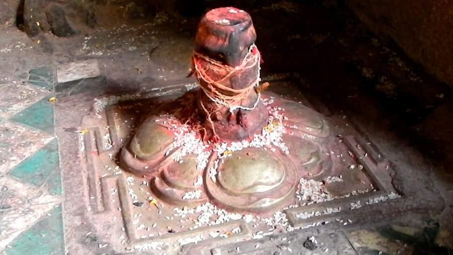 Лингам Шивы в храме Катманду