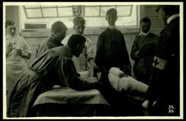 Medici italiani curano un soldato austriaco, Roma, Museo Centrale del Risorgimento