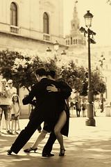 Por las calles de Sevilla (Jantbrown) Tags: street españa calle dance sevilla spain pareja seville baile