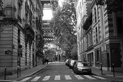 La Tour (*Ολύμπιος*) Tags: blackandwhite bw paris france noiretblanc eiffeltower frança eiffel pb bn torreeiffel francia pretoebranco biancoenero parigi