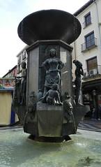 Fuente Dorada Valladolid 07 (Rafael Gomez - http://micamara.es) Tags: las en de la calle fuente esculturas valladolid calles dorada