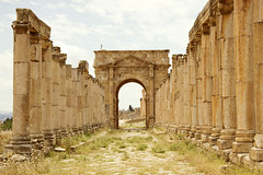 Jerash cardo 2 (LG_92) Tags: architecture spring nikon ruins gate roman outdoor columns may middleeast jordan dslr jerash cardo 2016 d3100