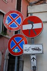 2016-05-22--182211 Trastevere (MicdeF) Tags: cartello divietodiaccesso segnale trastevere geo:lat=4188893618 geo:lon=1247624427 geotagged stradale divieto