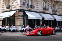 Stole the show. (Nino - www.thelittlespotters.fr) Tags: show red black paris france cars coffee beautiful sport crazy amazing time machine grand clean invalides esplanade bugatti stopper veyron bugattiveyron