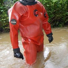 Thor-Bach5896 (Kanalgummi) Tags: rubber gloves worker sewer drysuit kanalarbeiter gummihandschuhe gummianzug égoutier trockenanzug