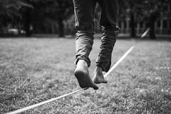 20160514_StreetfotowalkStuttgart-6223-2 (Volker Stetter) Tags: blackandwhite feet club barefoot challenge slackline barfuss