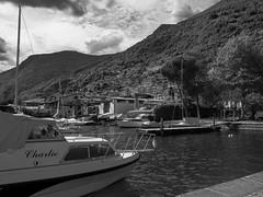 Lago-Iseo2-V-2 (elettrico1977) Tags: blackandwhite lake lago boat barca acqua molo biancoenero pontile iseo lovere