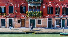 Camino del trabajo ... (JL.Pizarro) Tags: italia it venecia venezia semanasanta veneto