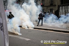 Manifestation nationale à Paris contre la Loi travail - 14.06.2016 - Paris - IMG_4519 (PM Cheung) Tags: paris demo frankreich police demonstration polizei proteste manif manifestation bac sncf crs arbeitsmarktreform cgt 2016 csgas wasserwerfer labac krawalle tränengas ausschreitungen françoishollande auseinandersetzungen polizeipräfektur blockaden confédérationgénéraledutravail 14juin compagniesrépublicainesdesécurité pmcheung euro2016 gewerkschaftsprotest parisdebout blockupy facebookcompmcheungphotography esplanadeinvalides myriamelkhomri mengcheungpo loitravail nuitdebout mobilisationénorme manifestationnationaleàpariscontrelaloitravail lesboches soulevetoi manifestationnationaleàparis 14062016 landesweitegrosdemonstrationgegendiearbeitsmarktreform loitravail14062016 antagonistischenblock démosphère