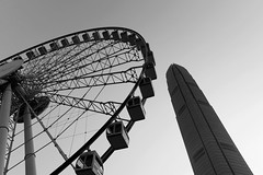 wheel vs column (ys.khoo) Tags: wheel tower building city cityskyline urban hongkong central ifc yskhoo