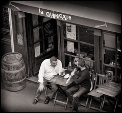 2009-09_IMG_1378_20160406NB2 (Ral Filion) Tags: paris france store friend magasin terrace terrasse boutique discussion amis exchange frienship amiti change