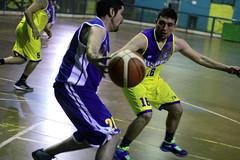 TUCAPEL VS WOLF__53 (loespejo.municipalidad) Tags: chile santiago miguel azul noche amarillo bruna silva deportes jovenes balon rm adultos alcalde competencia basquetbol loespejo