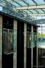 Ganz oben im Stilwerk (Sockenhummel) Tags: architecture fuji lift elevator finepix architektur fujifilm dach gebude fahrstuhl x30 stilwerk radioeins kantstrase fujix30