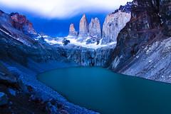Torres del Paine durante el crepusculo (@abriendomundo) Tags: chile patagonia torresdelpaine