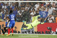 Germany vs France (Kwmrm93) Tags: france sports sport canon football fussball soccer futbol futebol uefa fotball voetbal fodbold calcio deportivo fotboll goalkeeper  deportiva portero esport fusball  fotbal portier jalkapallo  nogomet doelman portiere goleiro arquero gardiendebut kapus portar golman fudbal maalivahti kiper  kaleci guardameta bramkarz  brankar vartininkas vratar  euro2016  votebol malmand fodbal   doelwagter  pordisto markvordur culbaire golgeidwad varavavaht malvakter torhuter