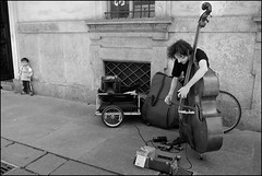 Torino 0315 (malko59) Tags: street urban blackandwhite musician music torino explore turin biancoenero musicista contrabbasso malko59 marcopetrino