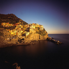 Manarola sunset (PP008) Tags: italy film hasselblad cinqueterre   manarola 38mm biogon  swcm  rvp50 nd110