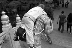 on grandma`s back,Beijing,China (fgxd2002) Tags: china leica city people urban beijing m8 lovely asph elmarit 12828 elmaritm m2828 aperture34