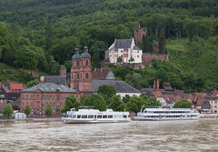 Church & castle, Miltenberg (maxunterwegs) Tags: city castle church rio river germany bayern deutschland bavaria flooding ship flood main transport kirche alemania fluss schiff alemanha inondation burg miltenberg hochwasser baviera inundao enchente inundacin alemagne bavire mildenburg burgmiltenberg