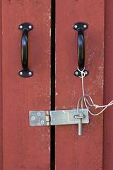 Blocked (jadzia0410) Tags: door wood metal handle gate lock schweden schloss brass holz dalarna griff fitting falurd beschlag rdfrg rdfarg schlosshandle