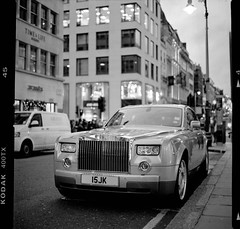 Blad Rolls (Julien Ducenne) Tags: pictures life street camera leica blackandwhite bw favorite white black london art 120 6x6 film monochrome night contrast analog digital wow photo julien interestingness search interesting flickr view notes image very kodak tmax good top gorgeous tag group picture streetphotography award tags best scan awsome fave hasselblad explore most list 400 winner passion excellent data medium network contact mm exit title process rank 80 increase comment algorithm m9 sekonic 503cw pinterest ducenne ducennejul julienducenne