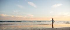 Ya lleg el verano (bajodetorax) Tags: boy sunset summer sky reflection beach water silhouette clouds atardecer seaside playa cielo nubes reflejo verano silueta orilla 1235 bajodetorax