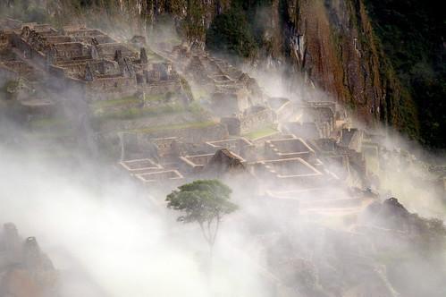 "Peru - Machu Picchu o wschodzie słońca <a style=""margin-left:10px; font-size:0.8em;"" href=""http://www.flickr.com/photos/125852101@N02/15918688204/"" target=""_blank"">@flickr</a>"