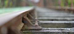 Boulon par-ci, boulon pas l (Thierry.Vaye) Tags: bokeh rail railway traverse boulon pontdupo