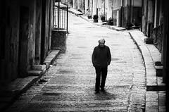 Pasolini  tornato... (encantadissima) Tags: streetphotography ombre uomo palermo solitario sicilia pianadeglialbanesi stradina bienne viandante laguinea nikond7000 somiglianzaconpasolini