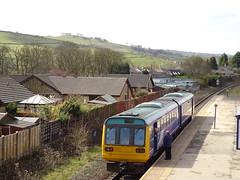 Northern 142009 @ Chinley (Sim0nTrains Photos) Tags: northern pacer dmu brel northernrail class142 dieselmultipleunit 142009 hopevalleyline brelderby 2s29 pacerbus chinleyrailwaystation