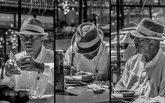 Street Lunch (Photo Alan) Tags: street people blackandwhite vancouver canon blackwhite streetphotography streetportrait gastown carlzeiss canon5dsr carlzeissdistagon35mmf14ze