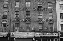 London 9 May 2016 002bw (paul_appleyard) Tags: road london inn cross may 321 kings scales machines weights weighing grays 319 2016