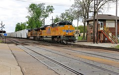 The North Platte Has Arrived (BravoDelta1999) Tags: railroad up train illinois railway junction unionpacific westchicago turner manifest cnw chicagoandnorthwestern 8906 mnppr genevasubdivision