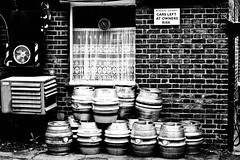 Old Bexley (mrdamcgowan) Tags: london window pub loop barrels bexley ac brickwork netcurtains londonist railwaytavern oldbexley carsleftatownersownrisk