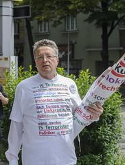 D3s_20160611_131829_01 (martin juen) Tags: vienna wien demo austria österreich demonstration polizei rechts aut barrikaden nationalismus gegendemo pfefferspray barrikade polizeigewalt rechtsextrem martinjuen revisonismus identitär identitäre 12062016 12juni2016