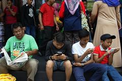 Two-Generation - Kuala Lumpur (Chot Touch) Tags: newspaper candid streetphotography malaysia kualalumpur moment gadget handphone jalantunkuabdulrahman fotojalanan malaysiastreetphotographer